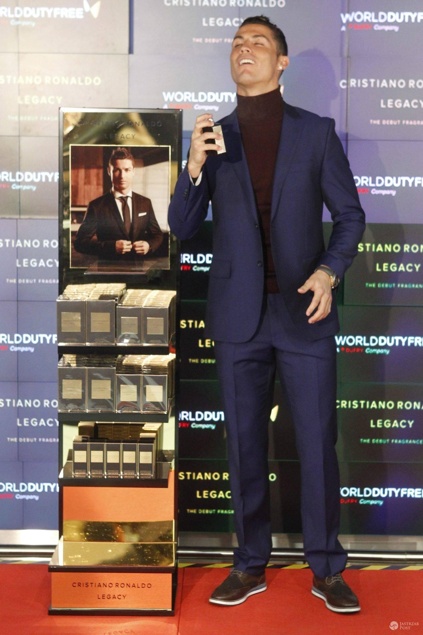 """Cristiano Ronaldo promuje swoje pierwsze perfumy """"Legacy"""" (fot. ONS)"""