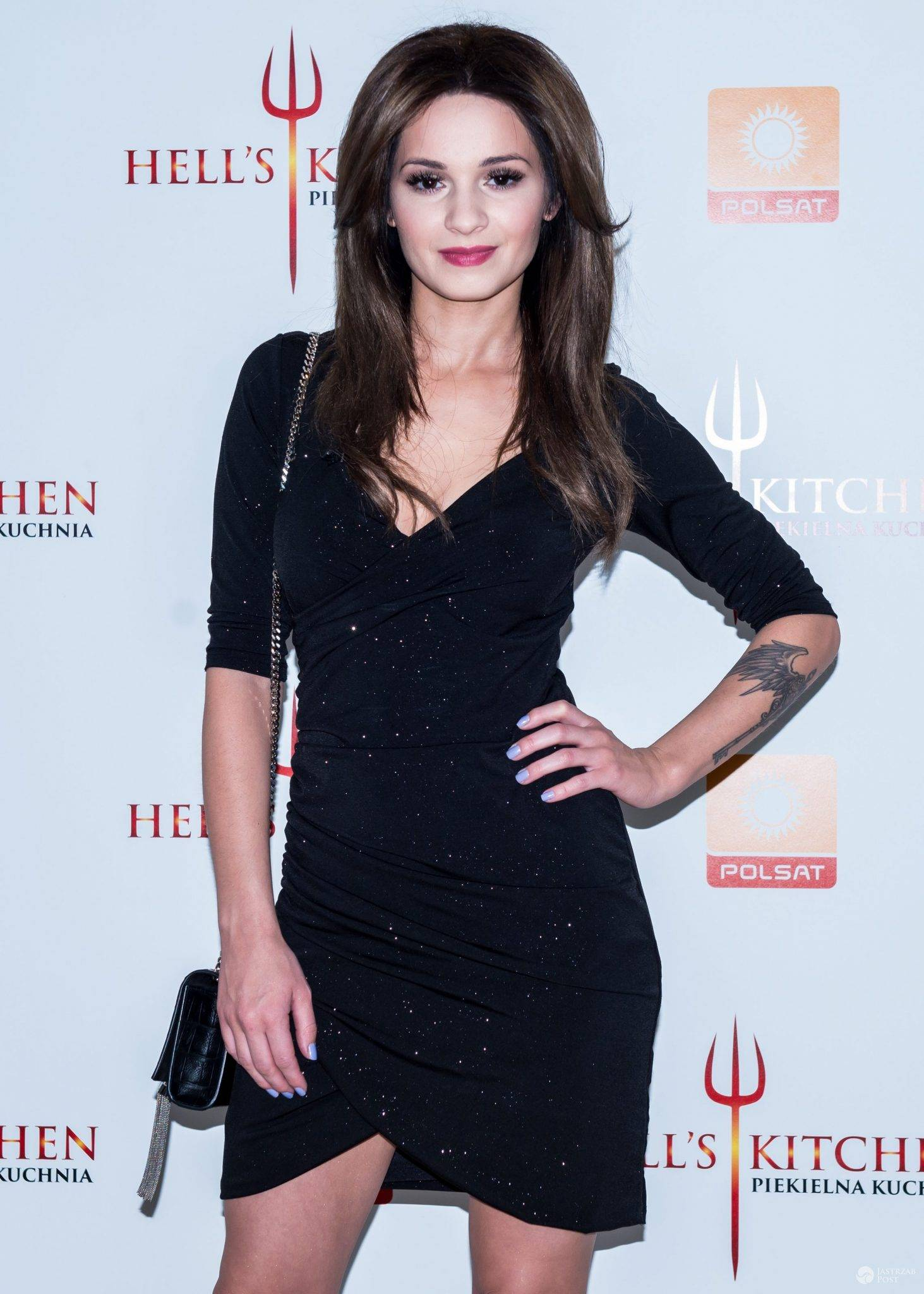 "Sukienka: Mohito, buty: WO, torebka: YSL. Ewelina Lisowska w ""Hell's Kitchen"" (fot. Hell's Kitchen/Polsat)"