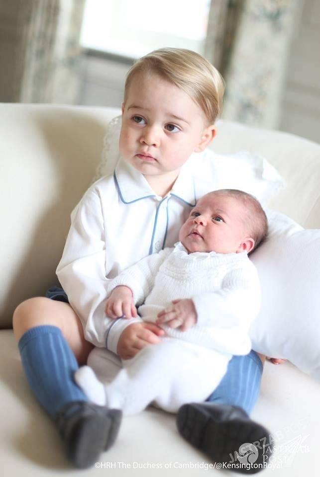 Pierwsze oficjalne zdjęcia księcia George'a i księżniczki Charlotte. Ich autorką jest księżna Kate