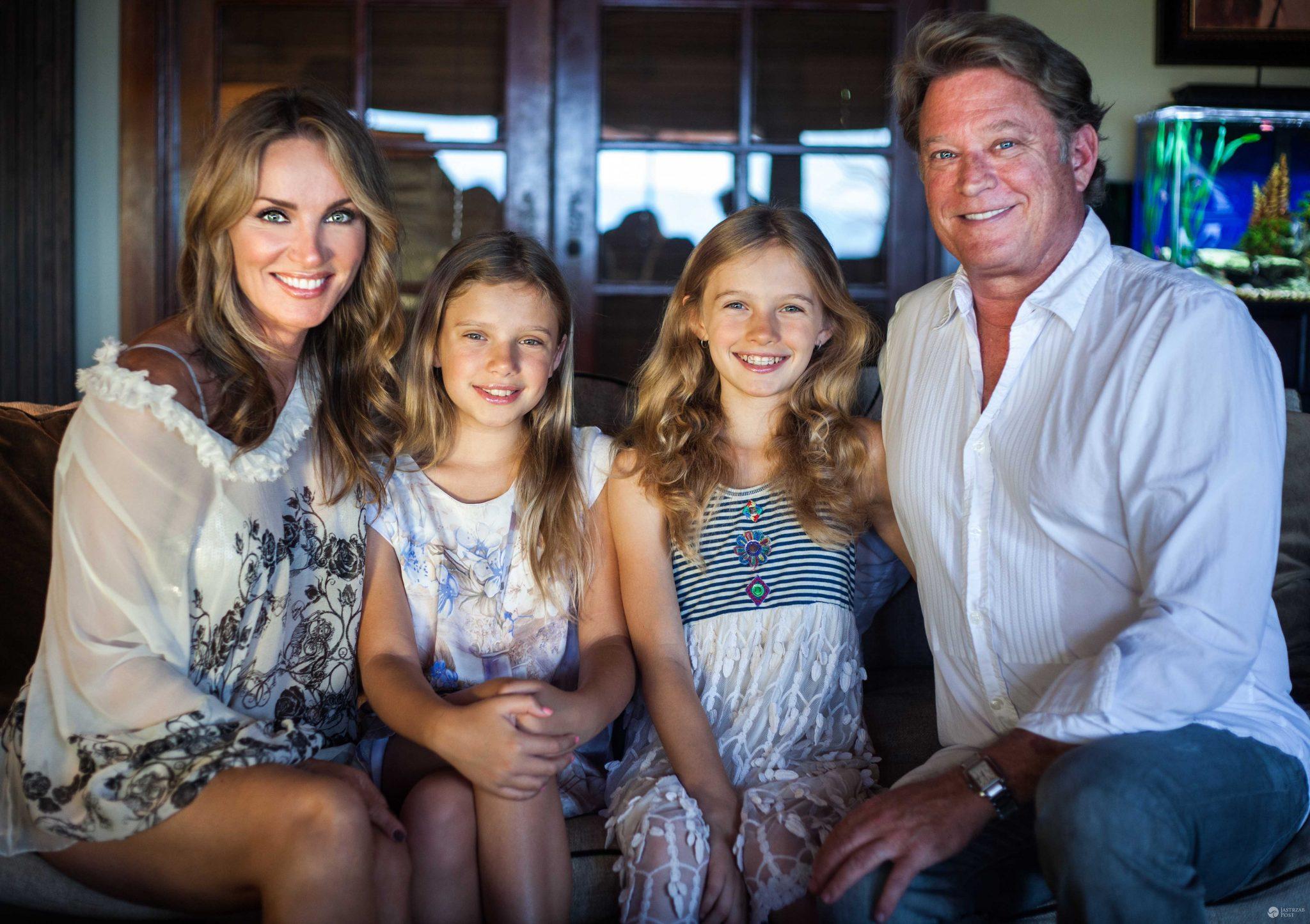 Eva Halina Rich i jej mąż Christopher Rich oraz córki: Lily i Daisy (fot. TVN / JOOLI PHOTO)