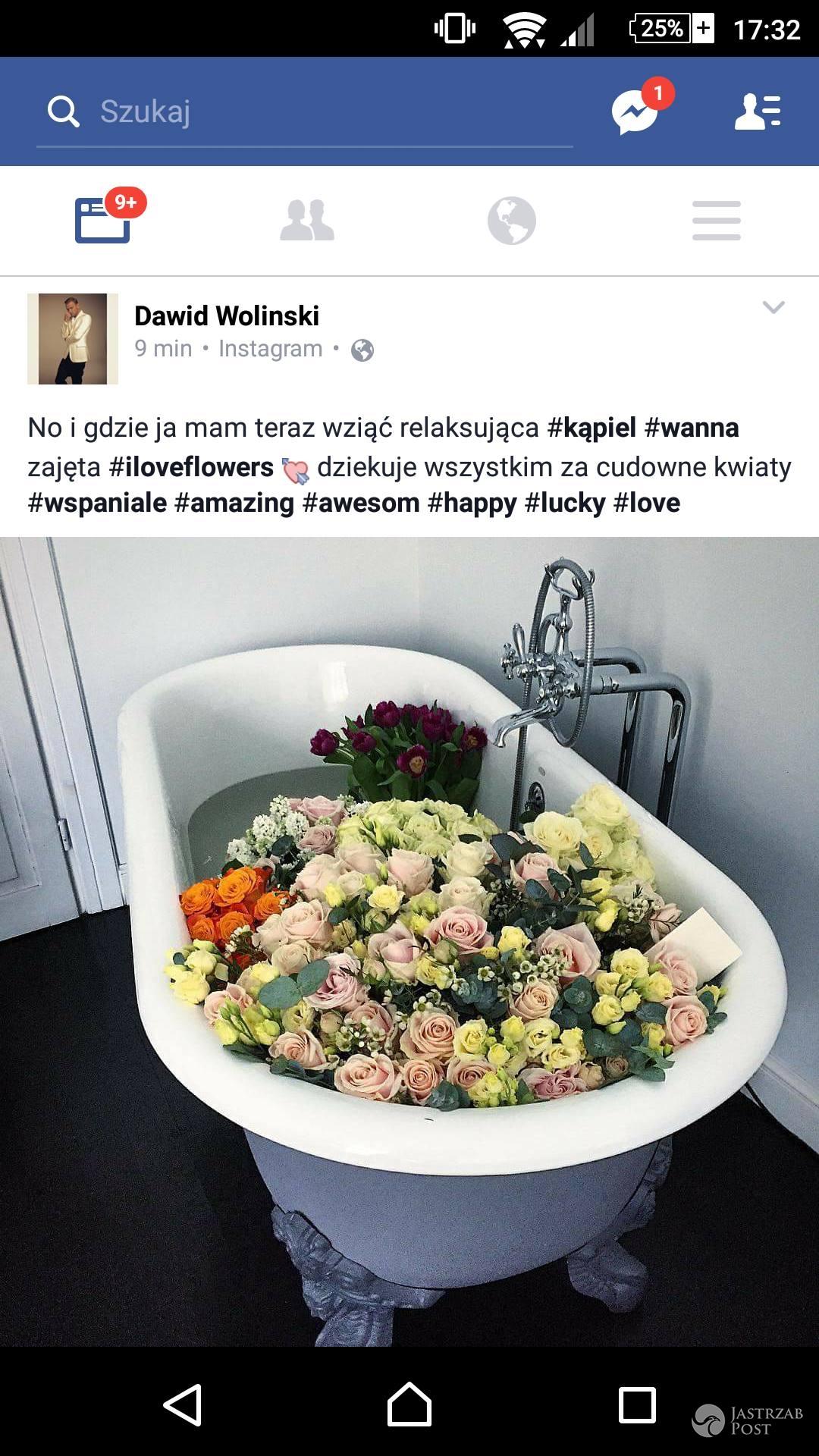 Dawid Woliński i jego wanna pełna kwiatów