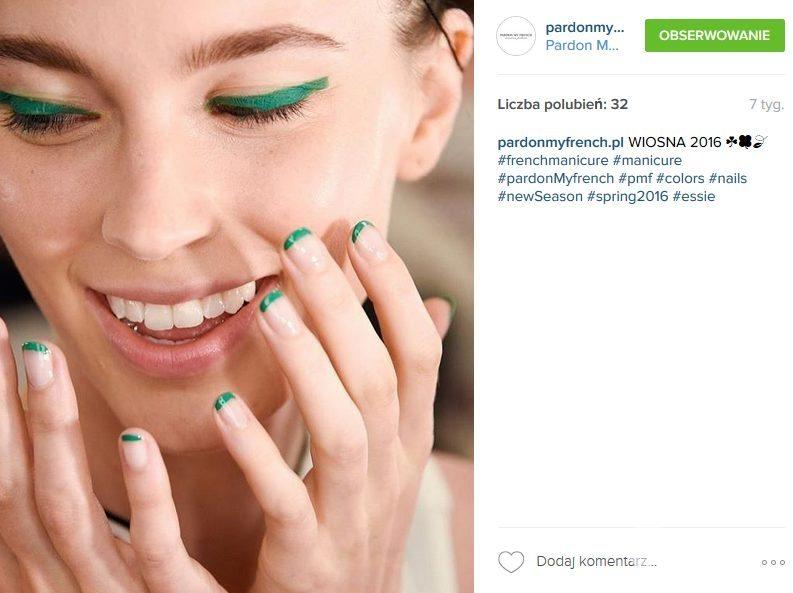 Jasne paznokcie plus kolorowe końcówki to przebój sezonu (fot. Instagram)
