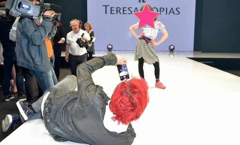 Michał Wiśniewski z córką Vivienne Vienną na pokazie Teresy Kopias (fot. AKPA)