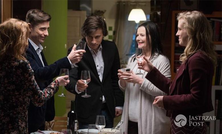 M jak miłość odcinek 1223, Ewa, Marek i Natalka na kolacji u Zarzyckich