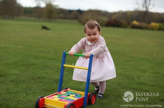 Zdjęcie (22) Księżniczka Charlotte już straciła przywilej, który przysługuje księciu George'owi! Przykra decyzja królowej Elżbiety II!