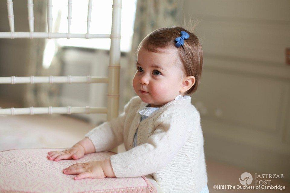 Zdjęcie (21) Księżniczka Charlotte już straciła przywilej, który przysługuje księciu George'owi! Przykra decyzja królowej Elżbiety II!