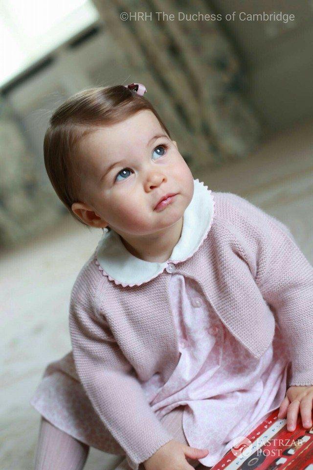 Zdjęcie (28) Księżniczka Charlotte już straciła przywilej, który przysługuje księciu George'owi! Przykra decyzja królowej Elżbiety II!