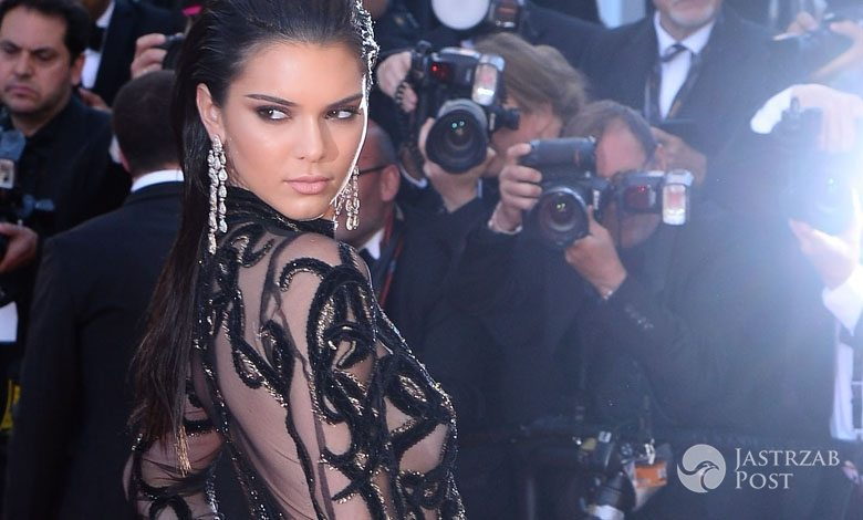 """Kreacja: Cavalli Couture. Kendall Jenner, premiera """"From The Land And The Moon"""", festiwal w Cannes 2016 (fot. ONS)"""