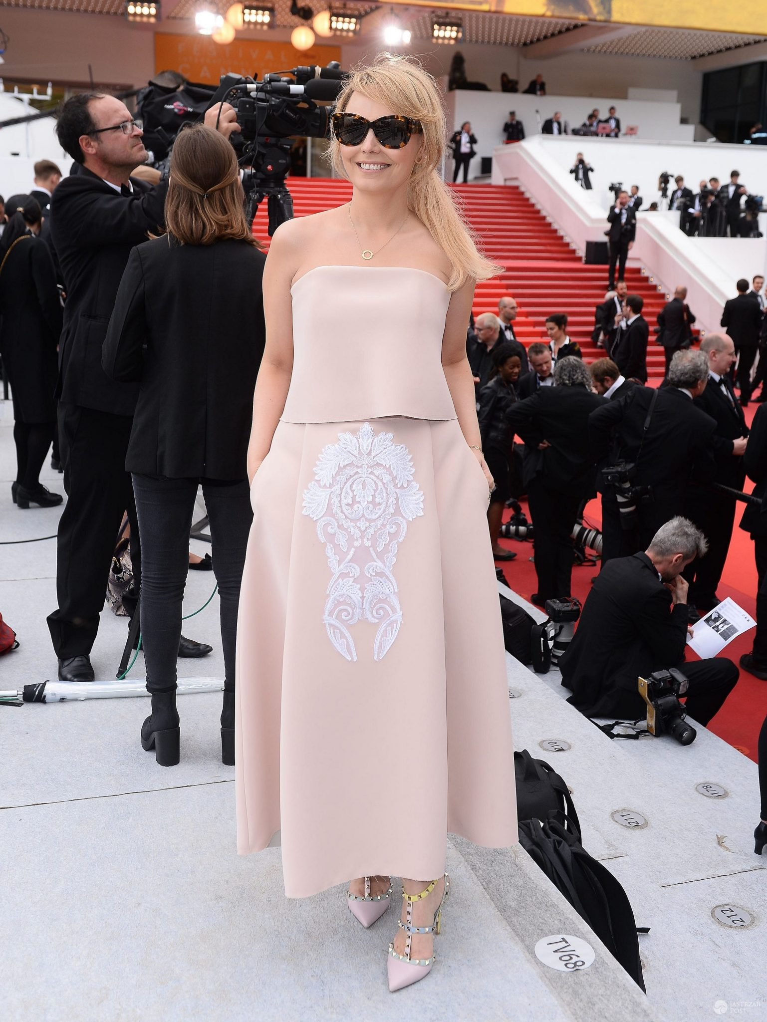 Kreacja: Bizuu. Agnieszka Jastrzębska na festiwalu w Cannes 2016 (fot. ONS)