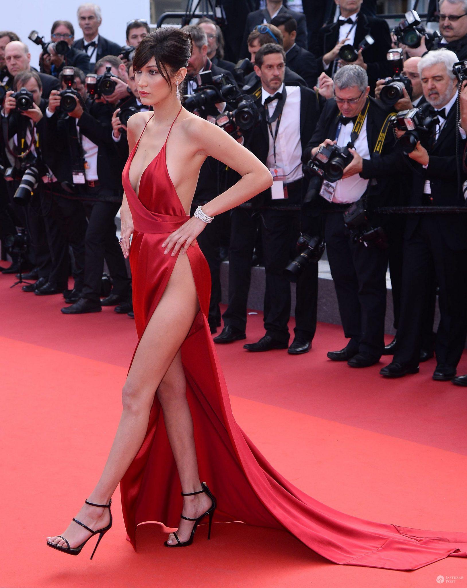 "Kreacja: Alexandre Vauthier. Bella Hadid, premiera filmu ""The Unknown Girl""na festiwalu w Cannes 2016 (fot. ONS)"