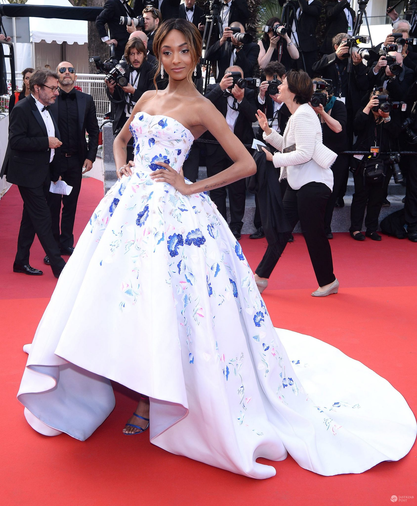 "Kreacja: Ralph & Russo. Jourdan Dunn, premiera filmu ""The Unknown Girl"" na festiwalu w Cannes 2016 (fot. ONS)"