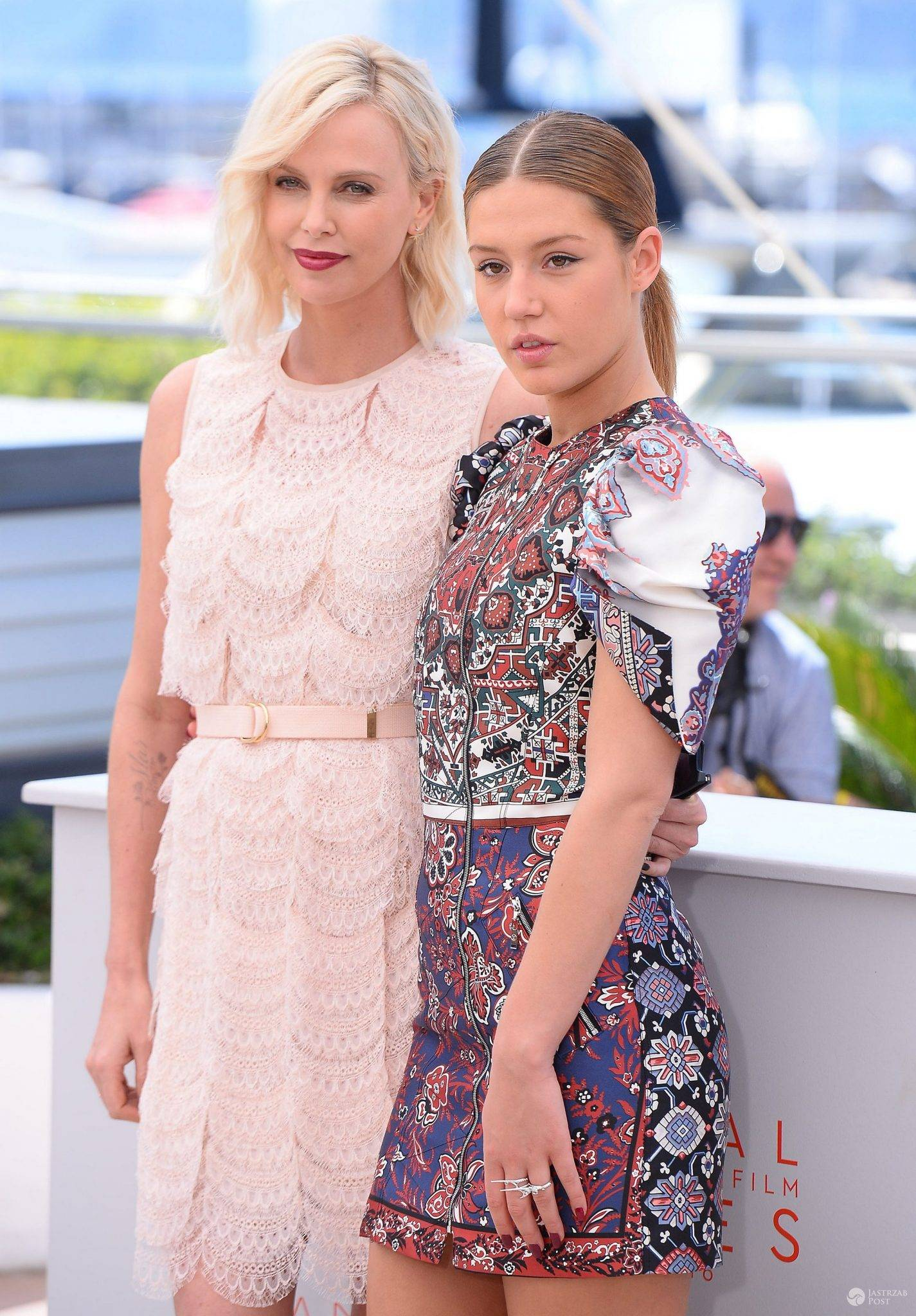 "Charlize Theron i Adèle Exarchopoulos, gwiazdy filmu ""The Last Face"" na festiwalu w Cannes 2016 (fot. ONS)"