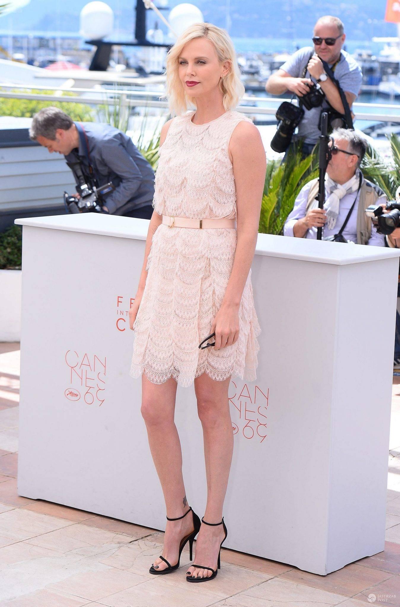 "Kreacja: Givenchy. Charlize Theron, gwiazda filmu ""The Last Face"" na festiwalu w Cannes 2016 (fot. ONS)"