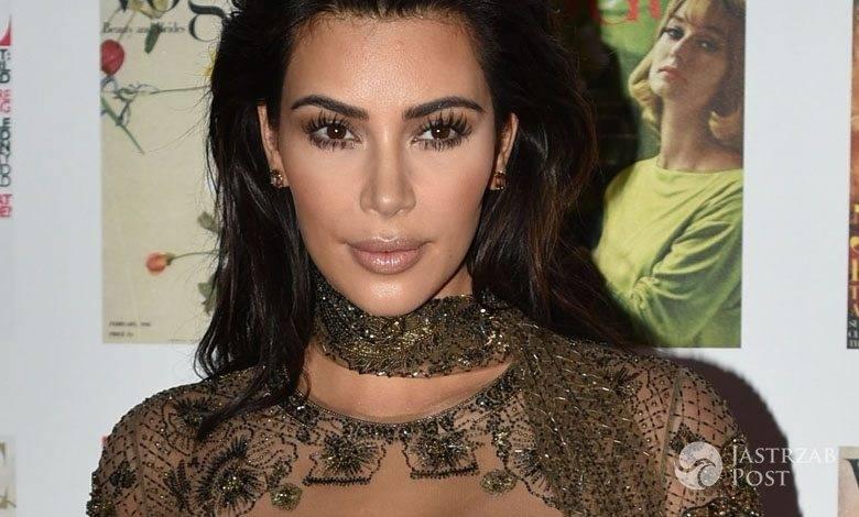 """Kreacja: Roberto Cavalli. Kim Kardashian, 100-lecie brytyjskiej edycji magazynu """"Vogue"""" (fot. ONS)"""