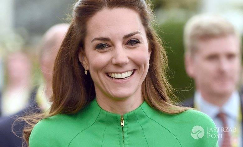 Sukienka: Catherine Walker. Księżna Kate na pokazie florystycznym w Londynie (fot. ONS)