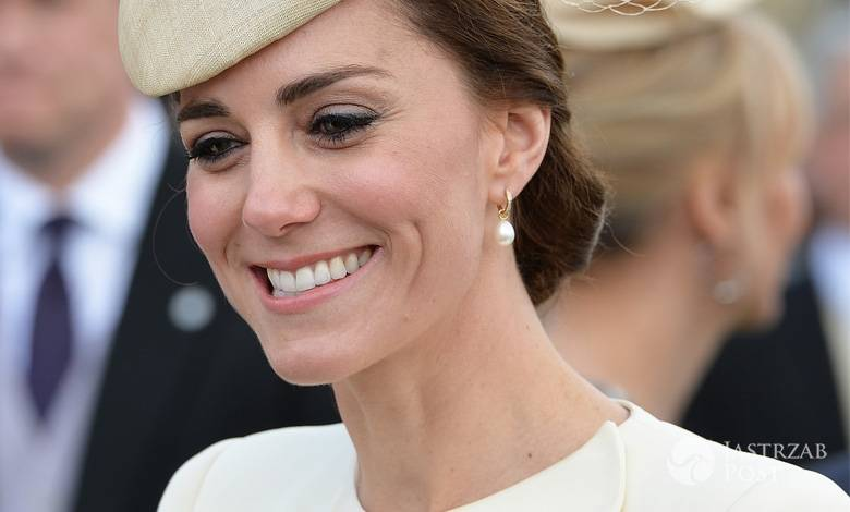 Księżna Kate na garden party w Pałacu Buckingham (fot. ONS)