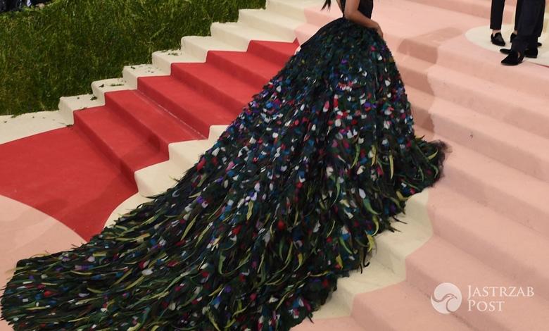 Zoe Saldana w kreacji Dolce&Gabbana na MET Gala 2016 zdjęcia fot. East News