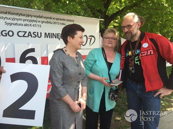 Hanna Gronkiewicz-Waltz, Elżbieta Pawłowicz i Mateusz Kijowski / fot. Twitter KOD Internatonal