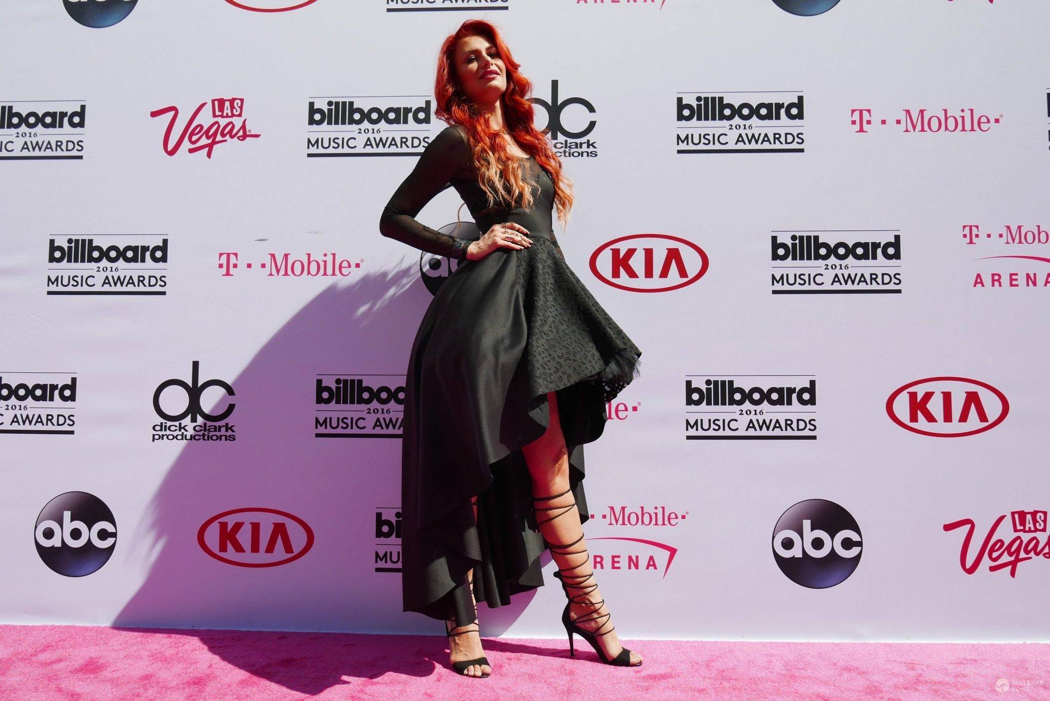 Suknia: Eva Minge, buty i torebka: Kazar. Aleksandra Gintrowska, Billboard Music Awards 2016 (fot. Jastrząb Post Exclusive)