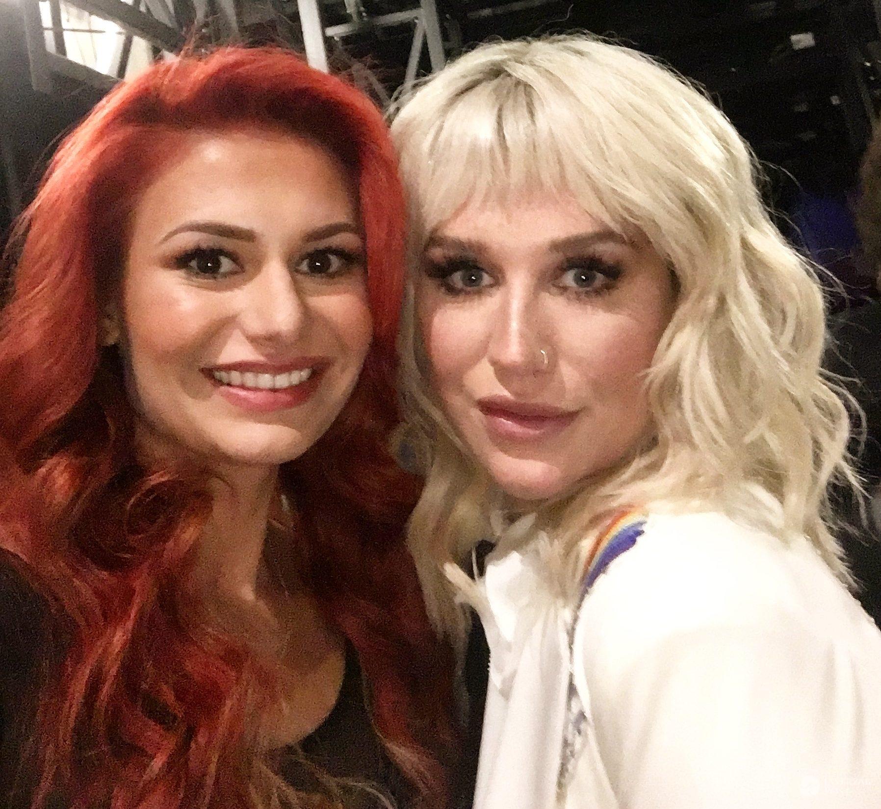 Aleksandra Gintrowska i Kesha, gala Billboard Music Awards 2016 (fot. Jastrząb Post Exclusive)