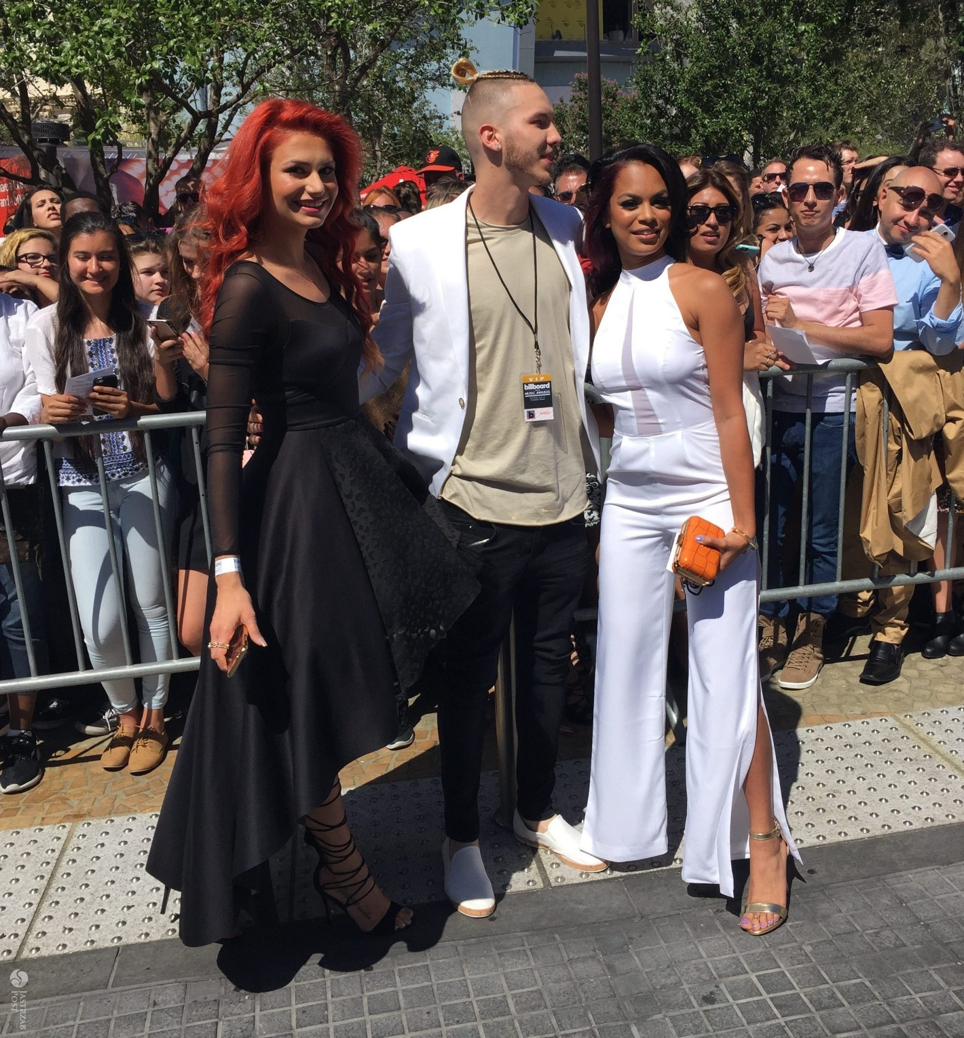 Aleksandra Gintrowska oraz Jordan Morris i Estelle Lavaud, gala Billboard Music Awards 2016 (fot. Jastrząb Post Exclusive)