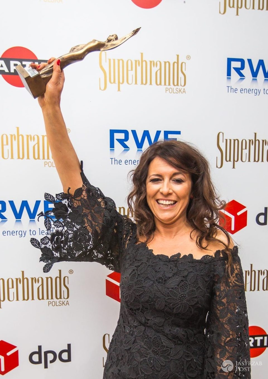 Joanna Jabłońska z Martini Polska ze statuetką Superbrands 2016 dla marki Martini