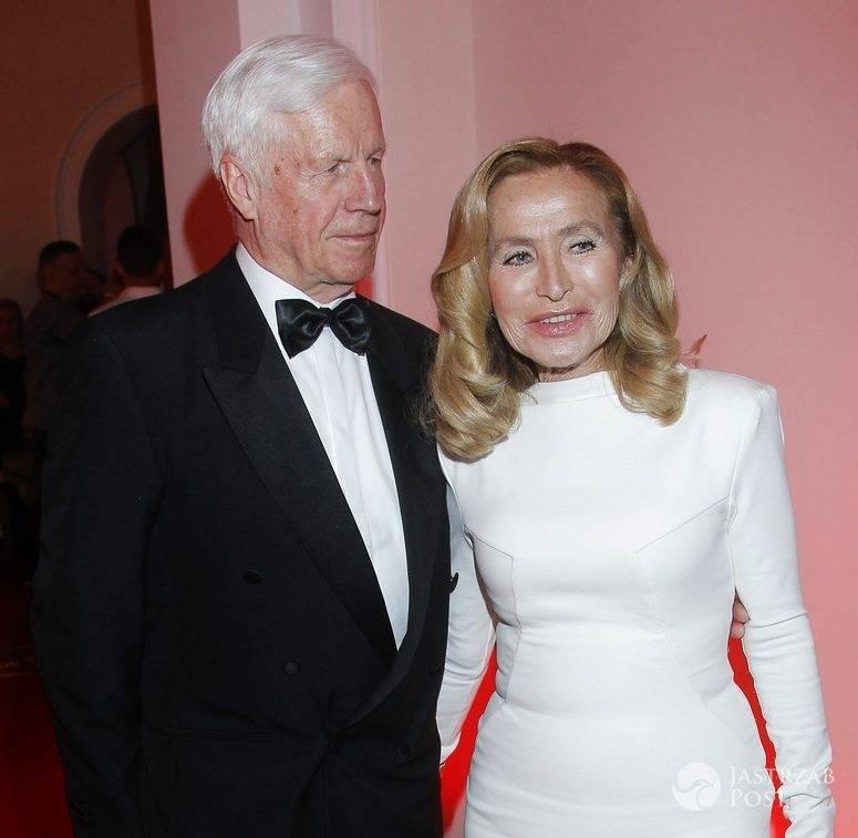 Bogumiła Wander (w sukni Zuo Corp.) z mężem Krzysztofem Baranowskim, rozdanie nagród Plejady (fot. AKPA)