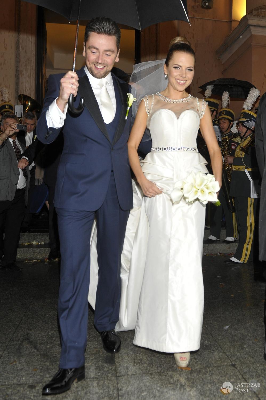 Suknia ślubna: Sabrina Pilewicz. Aleksandra Kwaśniewska i Kuba Badach. Ślub w 2012 r. (fot. AKPA)