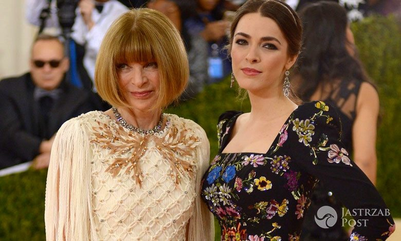 Anna Wintour w sukni Chanel i Bee Shaffer w sukni Alexandra McQueena na MET Gala 2016 fot. East News