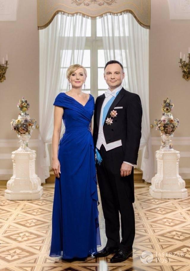 Oficjalne zdjęcie Agaty Dufy i Andrzeja Dudy, które wręczyli norweskiej parze królewskiej