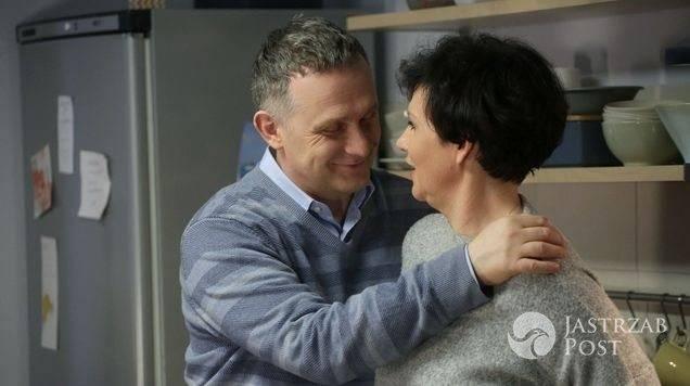M jak miłość odcinek 1225, Lucjan (Witold Pyrkosz) namawia Marysię (Małgorzata Pieńkowska), żeby wróciła do Artura (Robert Moskwa)