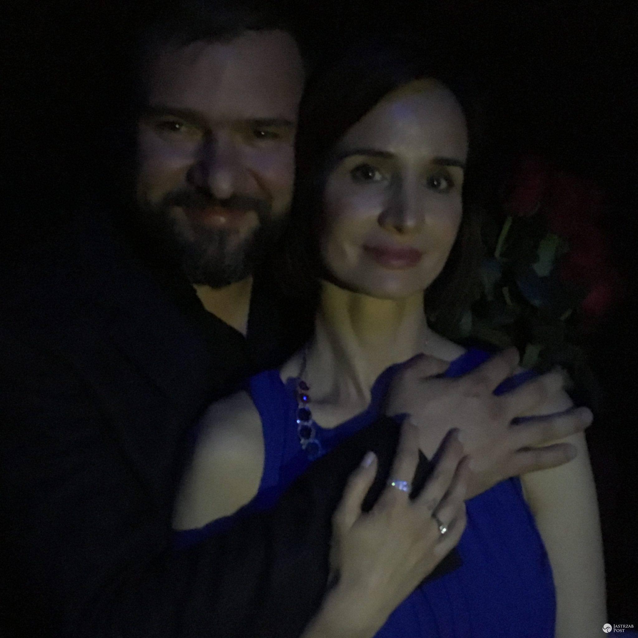 Zdjęcie z zaręczyn Violi Kołakowskiej i Tomasza Karolaka