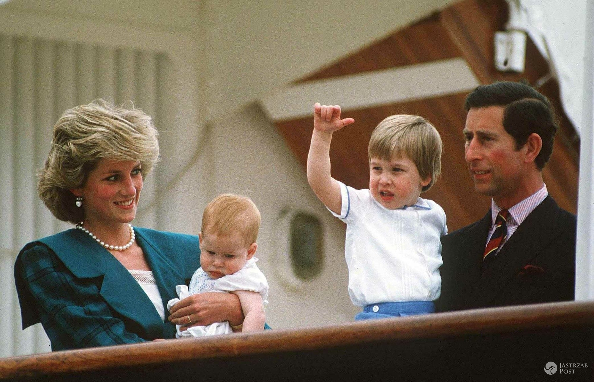 Księżna Diana i książę Harry oraz książę William i książę Karol, 1985 r. (fot. East News)