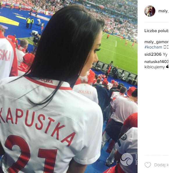 Klaudia Adamczyk, dziewczyna Bartosza Kapustki na trybunach podczas meczu Polska-Niemcy na EURO 2016