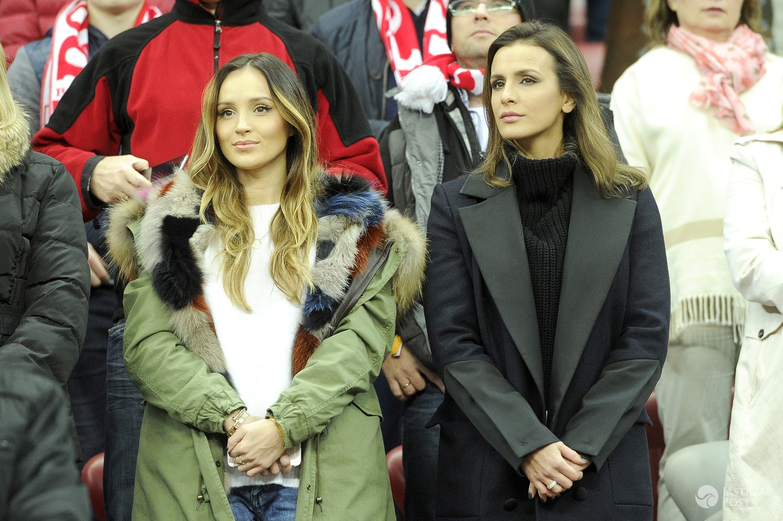 Marina Łuczenko (w kurtce Mr & Mrs Italy) i Sara Boruc na meczu Polska-Islandia, 2015 r. (fot. AKPA)