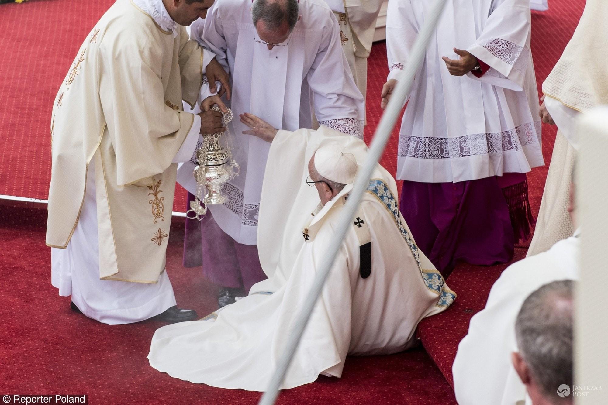 Papież Franciszek spadł ze schodów
