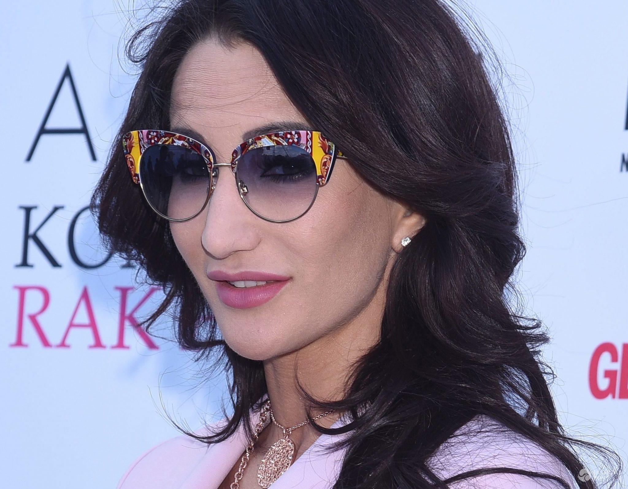 Hit na lato! Kocie okulary przeciwsłoneczne. Wiemy, jakich marek są te, które noszą gwiazdy - Okulary przeciwsłoneczne: Dolce & Gabbana. Justyna Steczkowska (fot. ONS)
