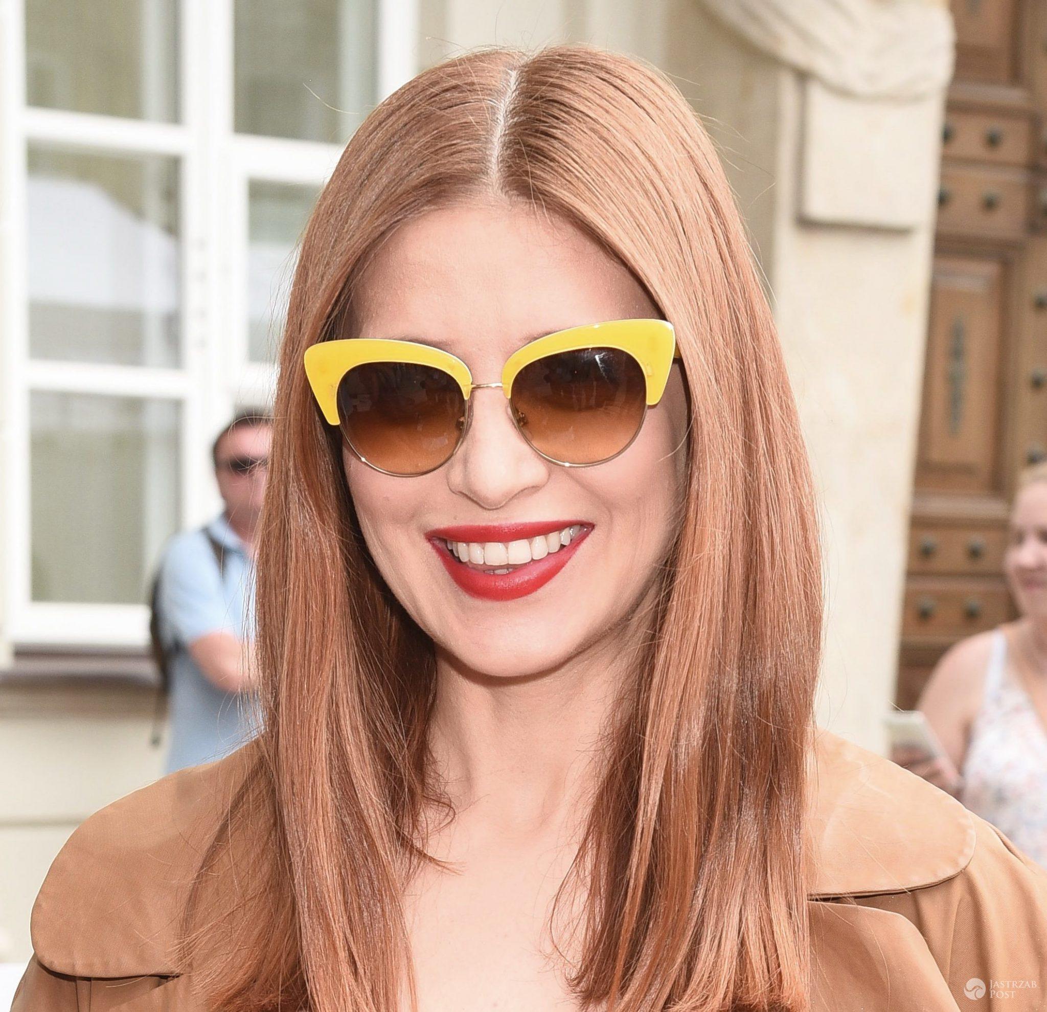 Hit na lato! Kocie okulary przeciwsłoneczne. Wiemy, jakich marek są te, które noszą gwiazdy - Okulary przeciwsłoneczne: Dolce & Gabbana. Ada Fijał (fot. ONS)