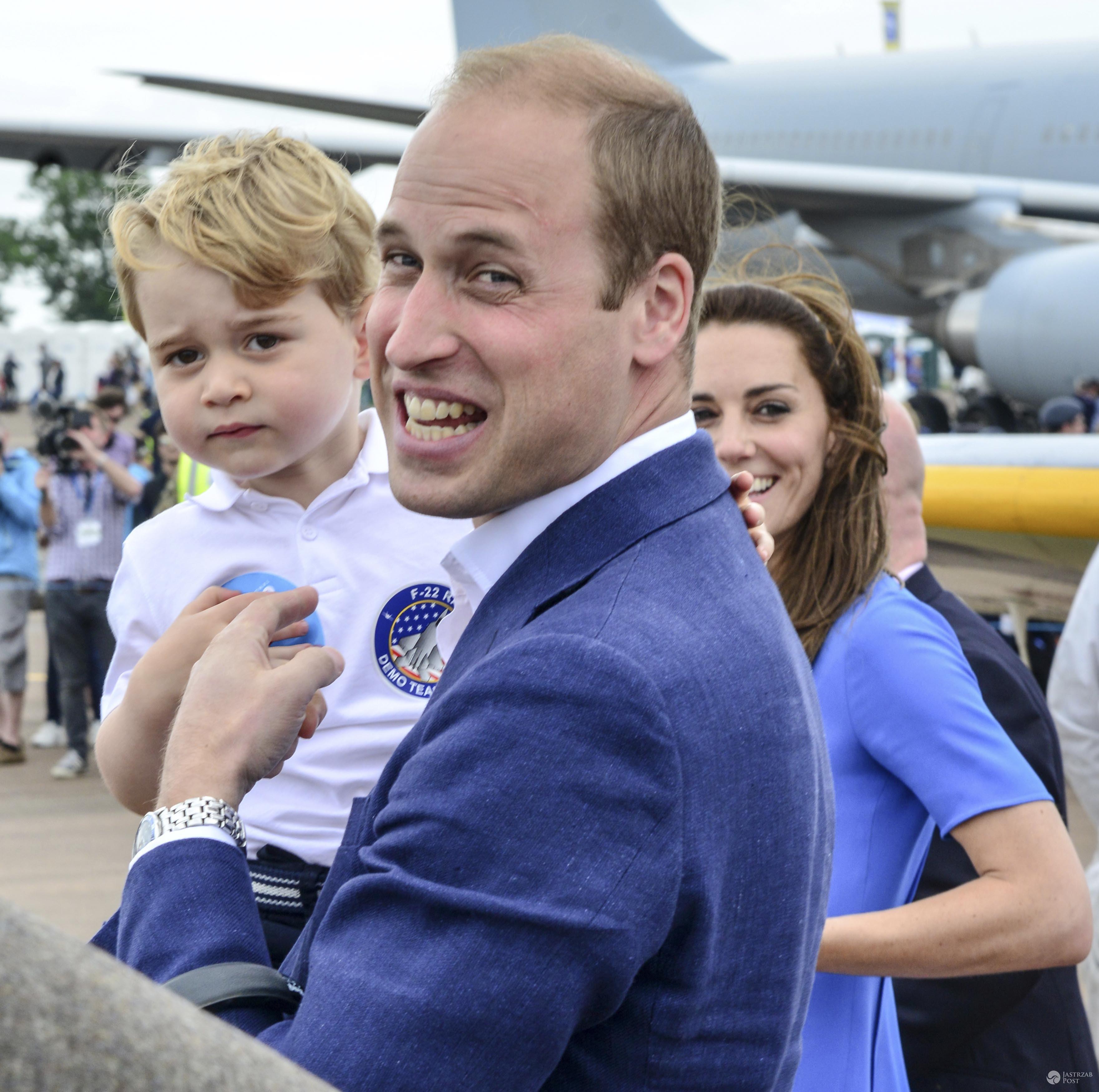 Książę George z rodzicami - księciem Williamem i księżną Kate (fot. ONS)