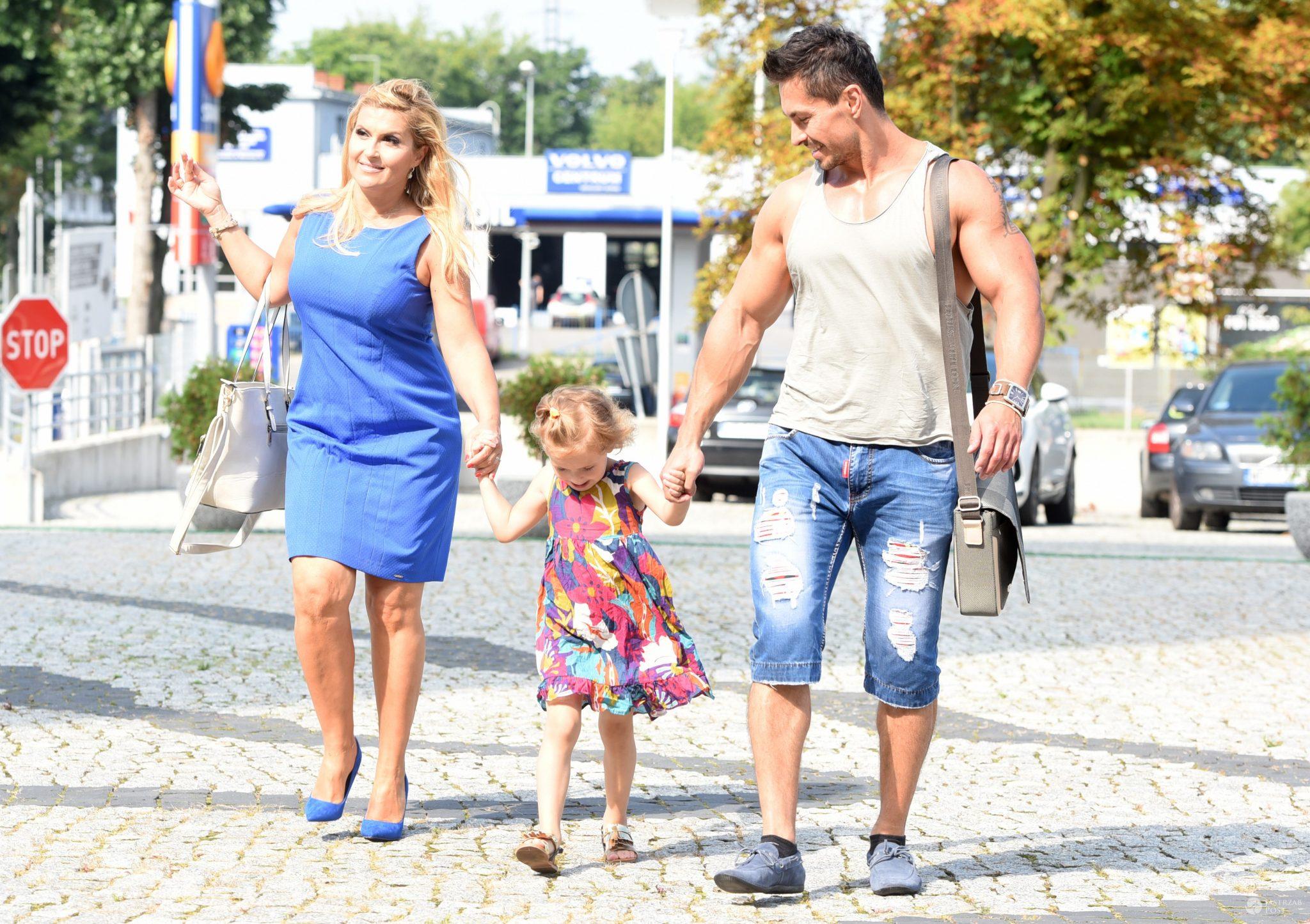 Zdjęcia paparazzi Katarzyny Skrzyneckiej z rodziną