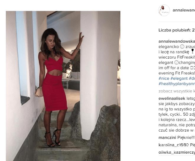 59108d678f Anna Lewandowska na randce z Robertem w sukience Vicky marki Sugarfree za  149 złotych
