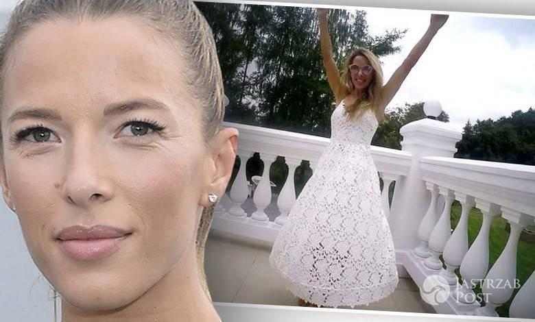 e7cc7c9bc6 Ewa Chodakowska w białej koronkowej sukience