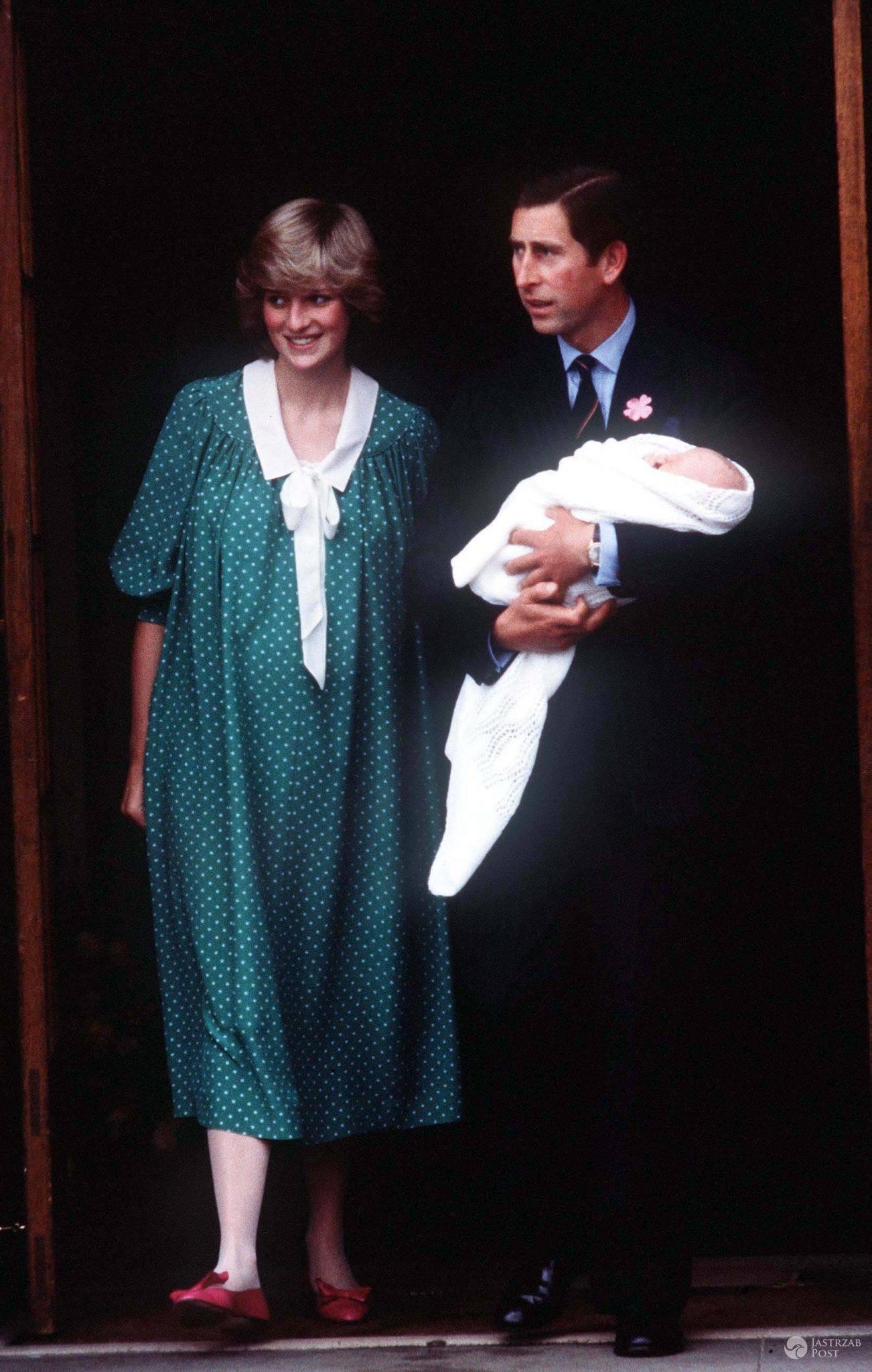 Książę Karol i księżna Diana z księciem Williamem w 1982 roku (fot. ONS)
