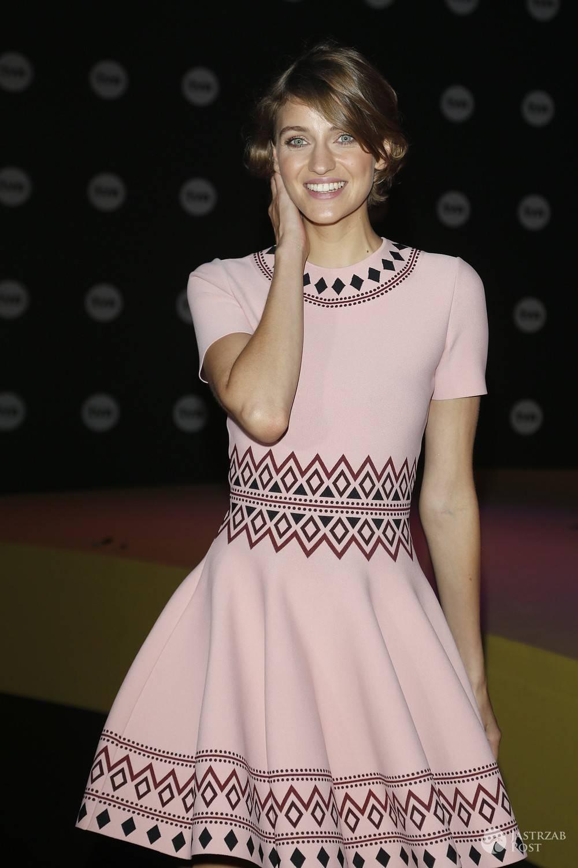 Sukienka: Alexander McQueen. Renata Kaczoruk, jesienna ramówka TVN (fot. AKPA)
