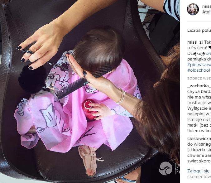 Zosia Ślotała z córką u fryzjera