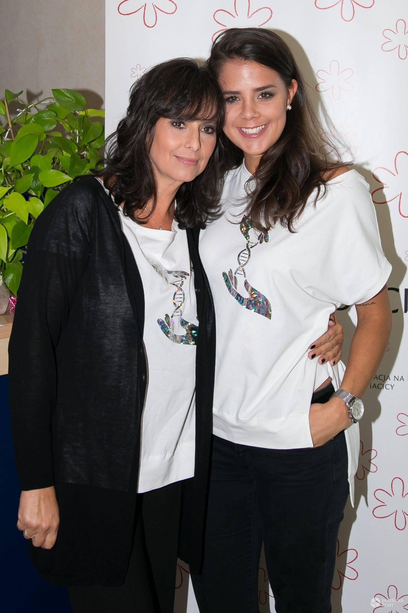 Anna Korcz z córką Anną na konferencji prasowej akcji społecznej Kwiat Kobiecości