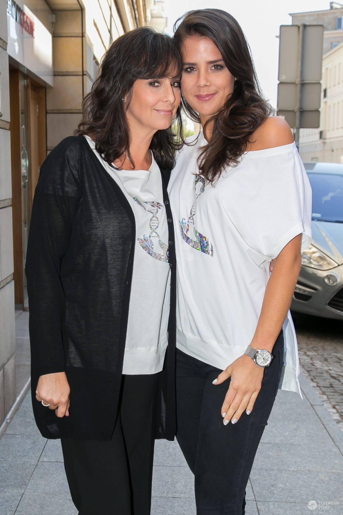 Anna Korcz z córką Anną na konferencji prasowej akcji społecznej Kwiat Kobiecości. Zdjęcia