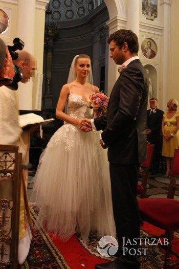 pierwsza suknia ślubna Agnieszki Szulim