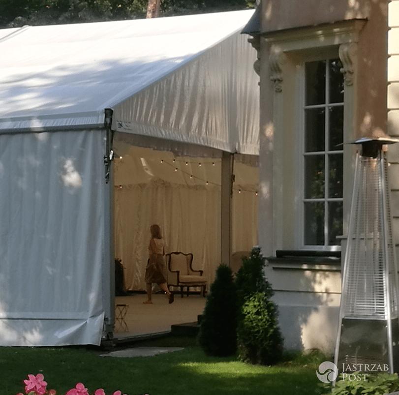Jak w środku wygląda namiot na ślub Rozenek i Majdana?