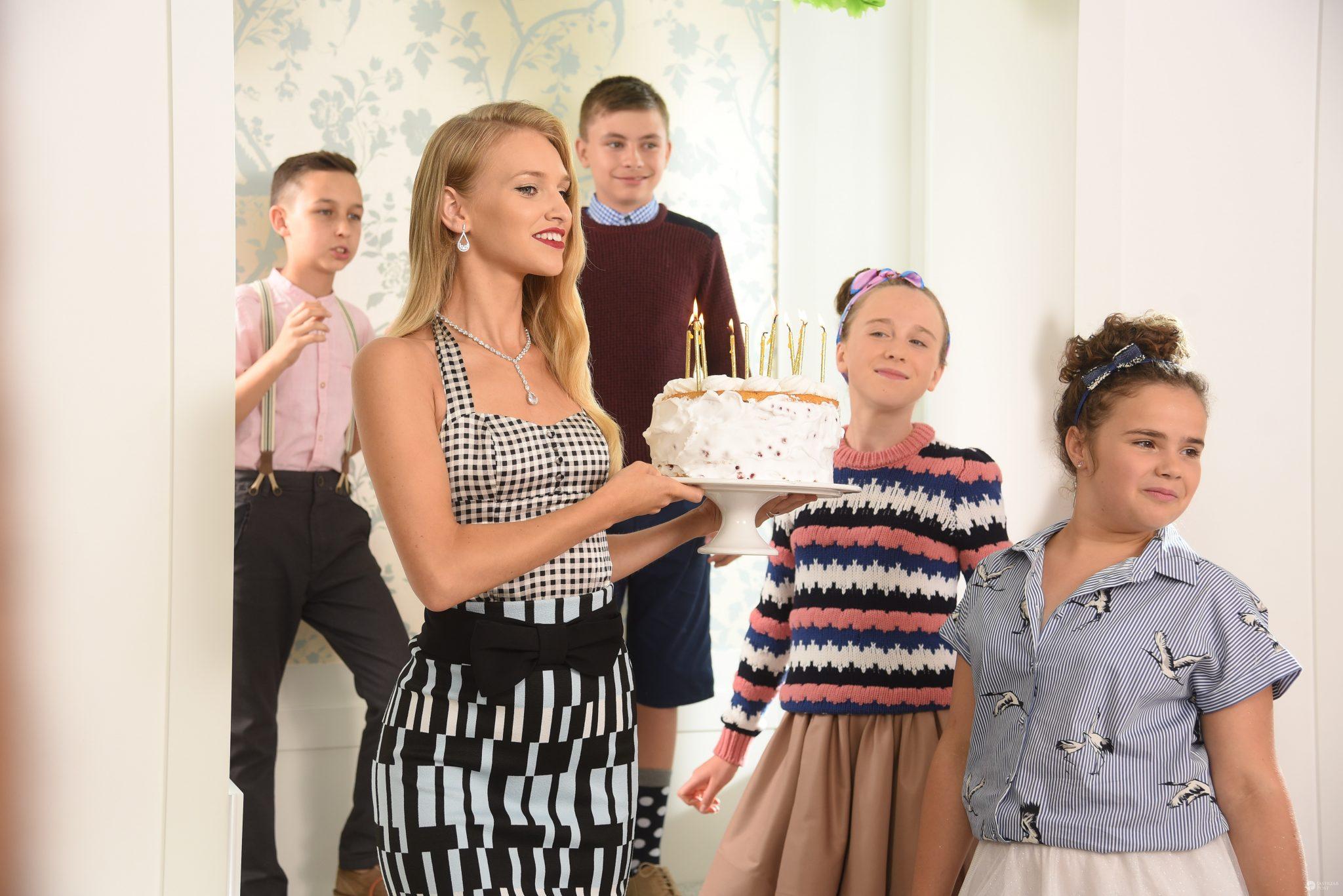 Adrianna Daniel w sesji z dziećmi - Top Model 6, odcinek 8